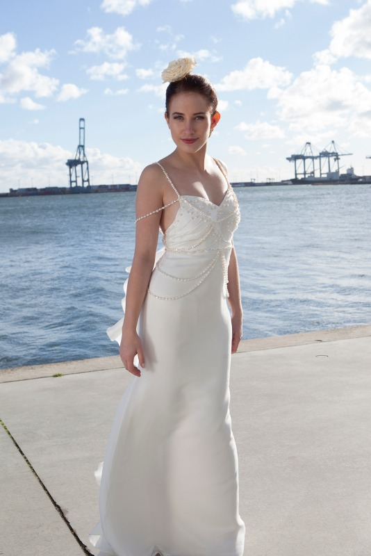 Brudekjole med perler og krystaller på Aarhus O
