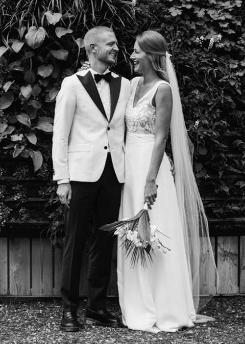 Smuke Sidsel i et afskappet brudelook med smukt slør