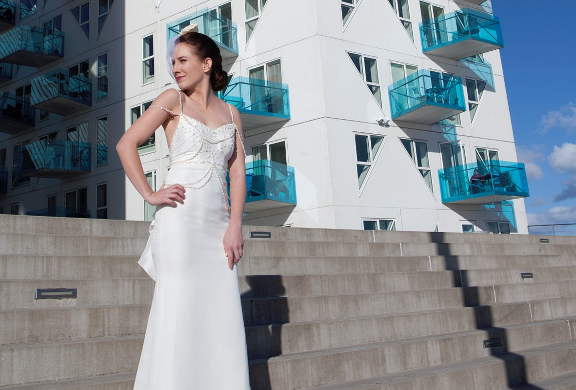 Brudekjole med perler på brud birdcase slør