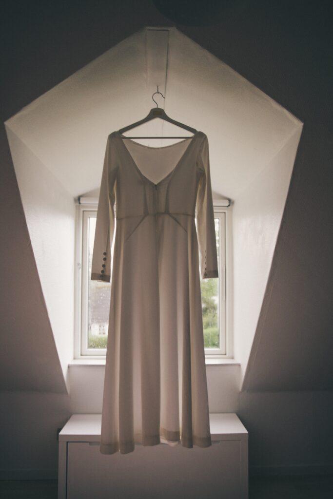 Persnlig brudekjole. Buch Couture skræddersyet brudekjole med smukke snit og håndlavede detaljer