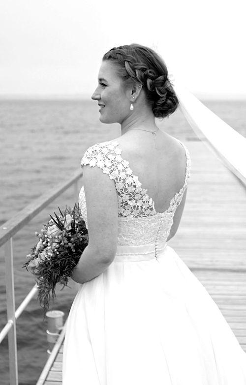 Brudekjole med en statement ryg og slør