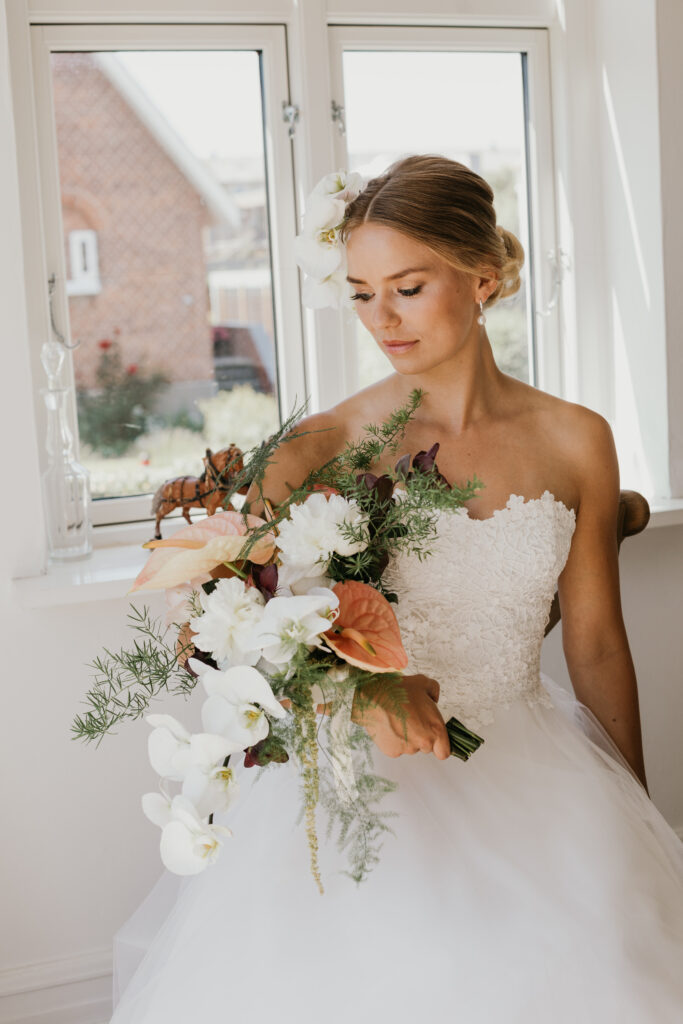 smuk brudekjole med bh corsage, tylskørt og smuk brudekjole