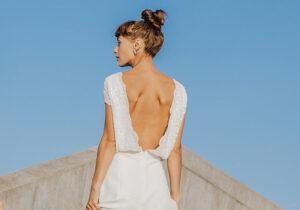 brudekjole trends 2021 enkle kjole med dyb ryg og de fineste detaljer