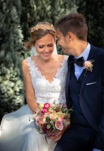 Unik brudekjole med v-udskæring i den smukkeste blonde