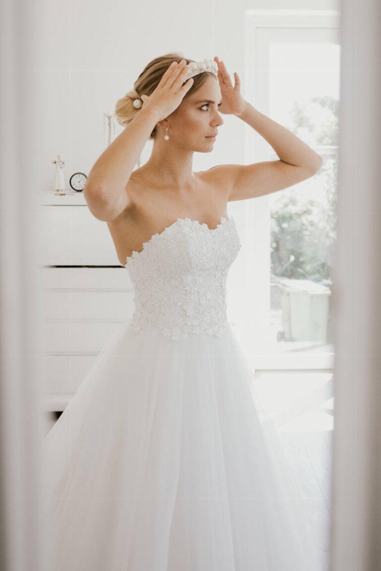 Prinsesse brudekjole med smuk corsage og smukt stort skørt