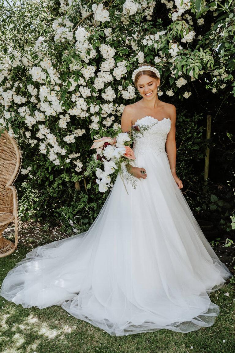 elegant og smuk brudekjole med stort smukt skørt inspireret af de vaskeægte prinsessekjoler