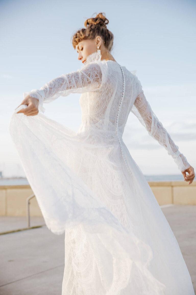 Elegant brudekjole med den fineste gennemsigtige blonde der følger kroppen