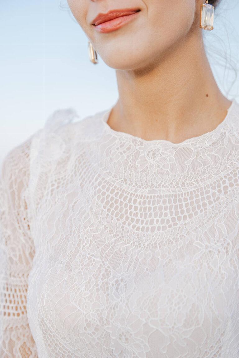 Brudekjole med det smukkeste fine blondestof og silkeorganza