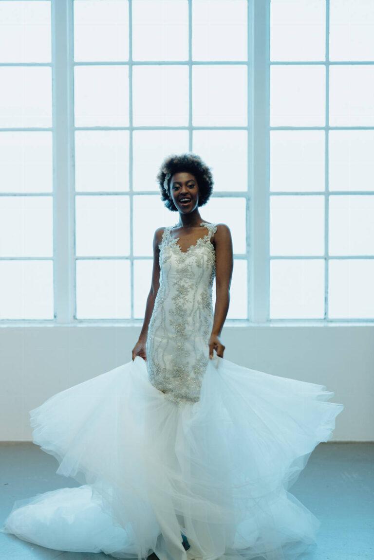 Smuk brudekjole i havfruesilhuet med håndsyede perler og pailletter