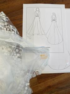 Tegning af Olisepigens brudekjole og blonde