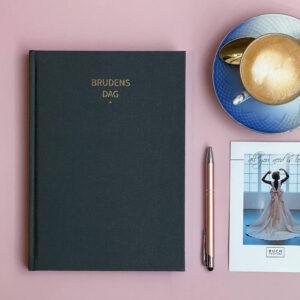 Brudens dag bullet journal fyldt med den smukkeste bryllupinspiration.