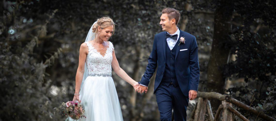 smuk brudekjole med overdel i blonde og bælte i taljen