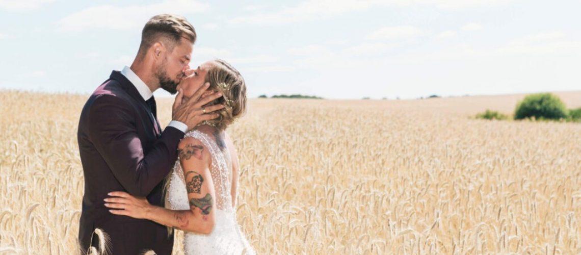 Smuk perlebroderet brudekjole med den fineste delikate blonde