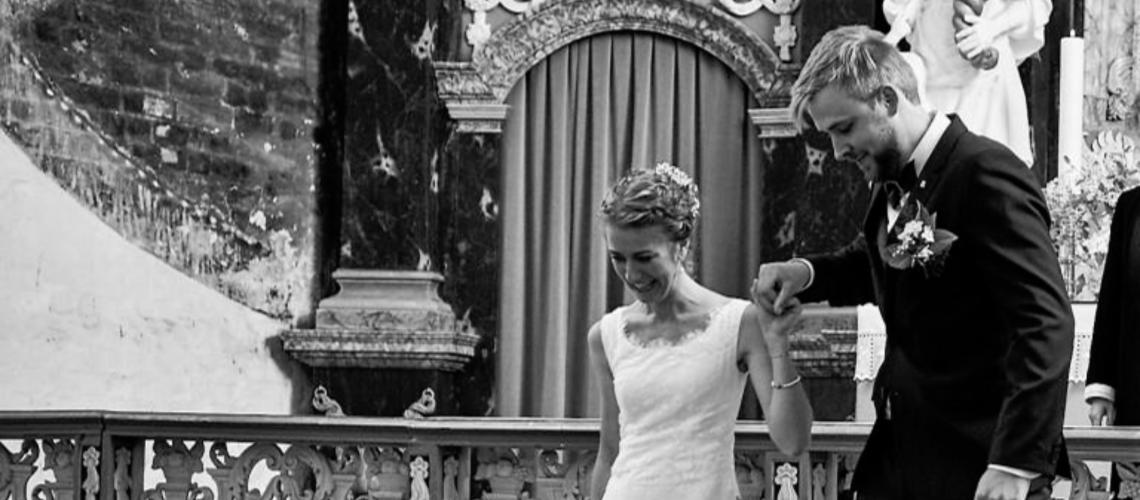 unik skræddersyet brudekjole med den fineste blondekant i udskæringen